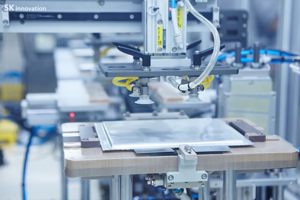 배터리 셀 생산 모습