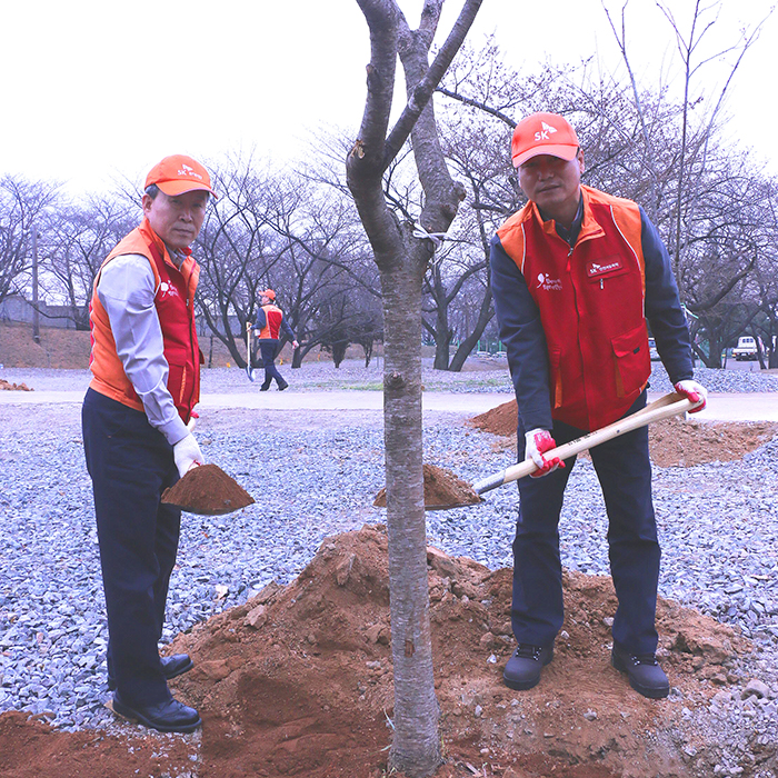 SK인천석유화학 노사, SK행복동산 가꾸기 식목행사 개최